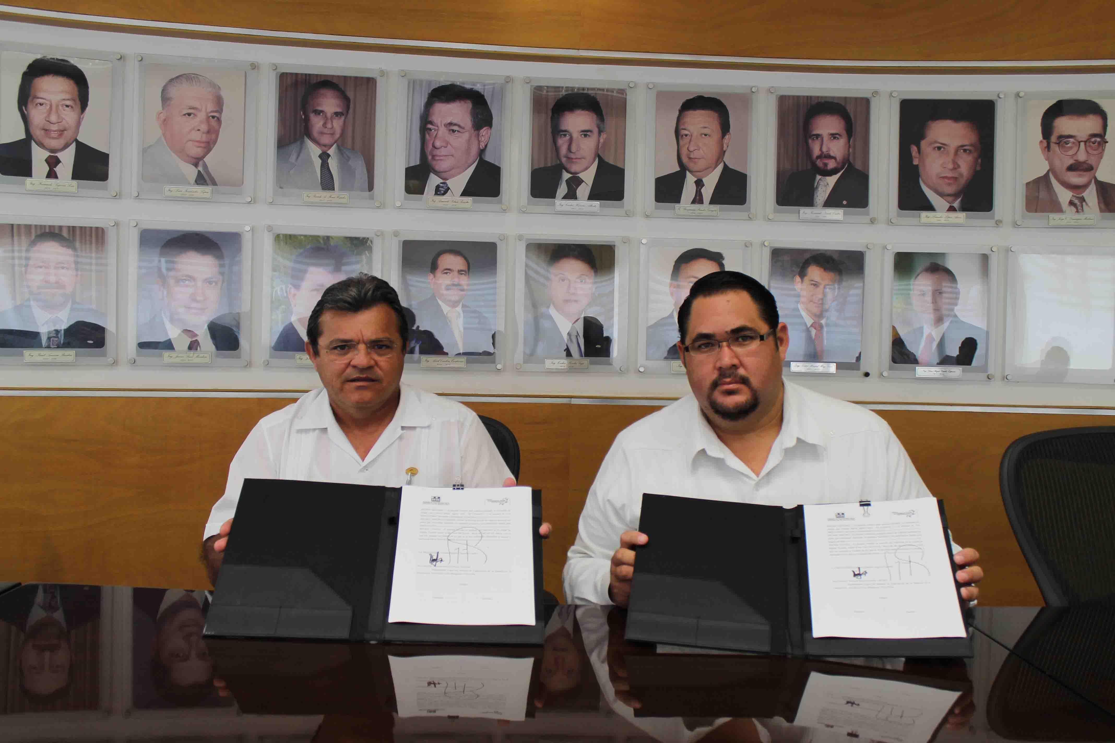 El Ing. Edgar Conde Valdez y el Lic. Ernesto Segovia firmaron el convenio que ampara este beneficio para los miembros de la CMIC
